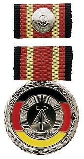 Verdienstmedaille der DDR mit Interimsspange